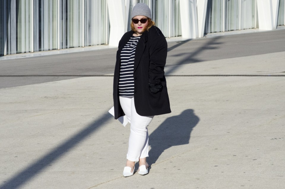 Oversize Blazer, stripes and white accesories