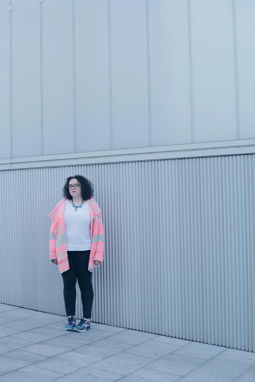 Air Max, chaqueta de punto y jeans-soy curvy-3