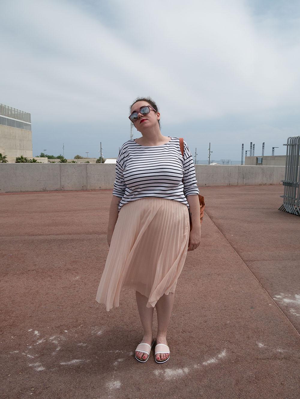Rayas y falda plisada