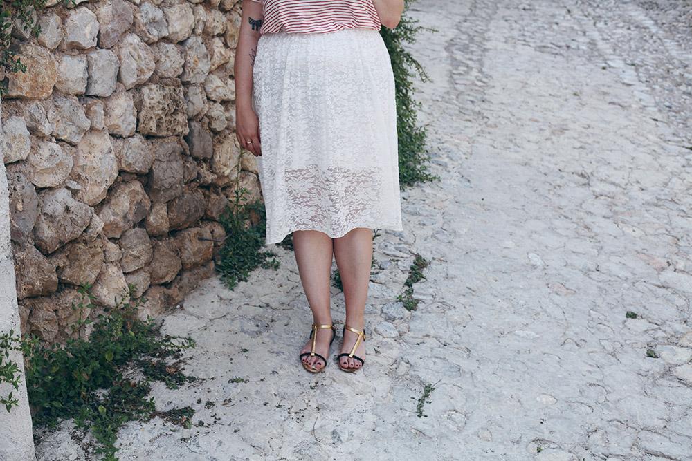 Falda de encaje y camiseta rayas-7