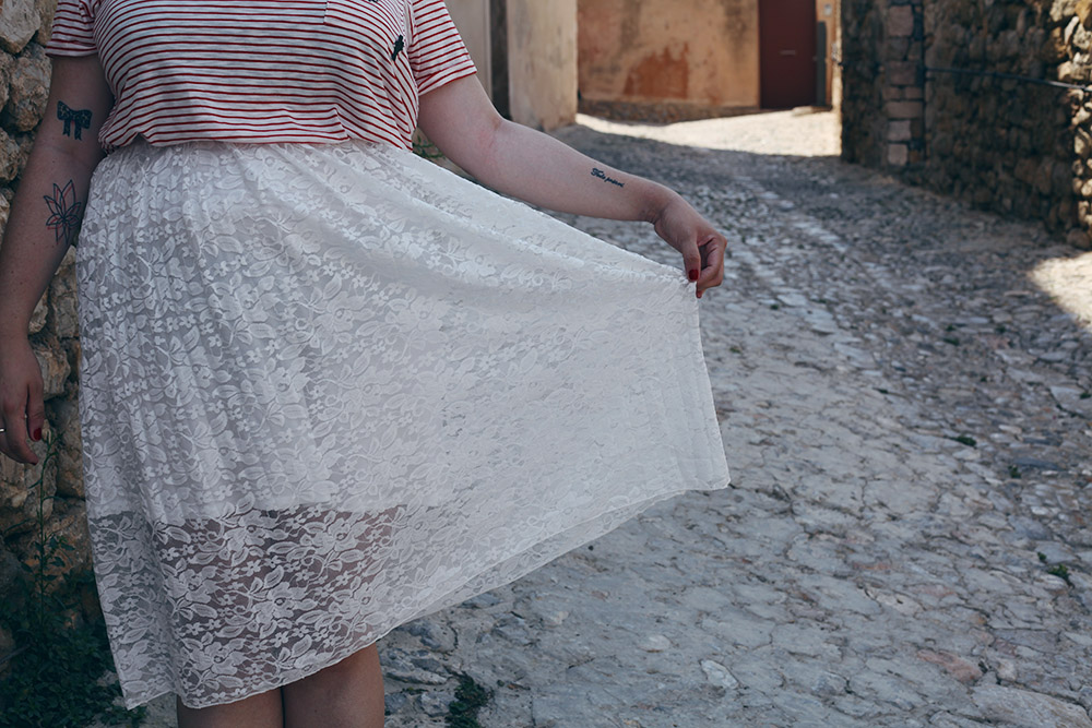 Falda de encaje y camiseta rayas.5