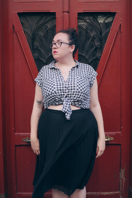 Falda negra plisada y camisa cuadros-soy curvy-6