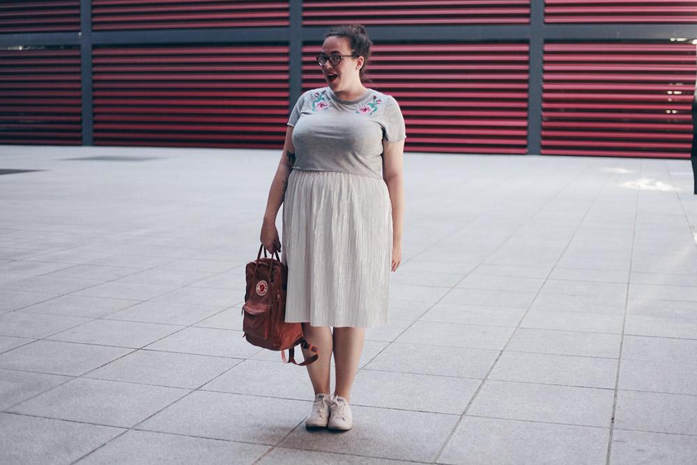 falda-plata-y-top-bordado-soycurvy-5