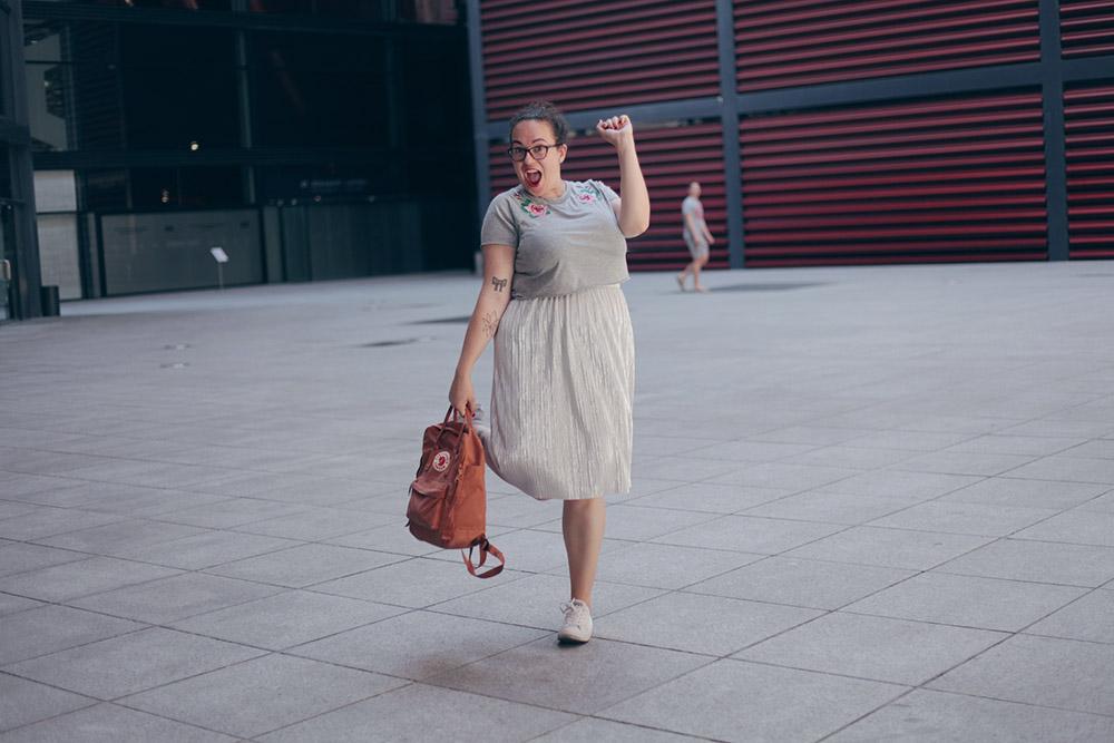 falda-plata-y-top-bordado-soycurvy