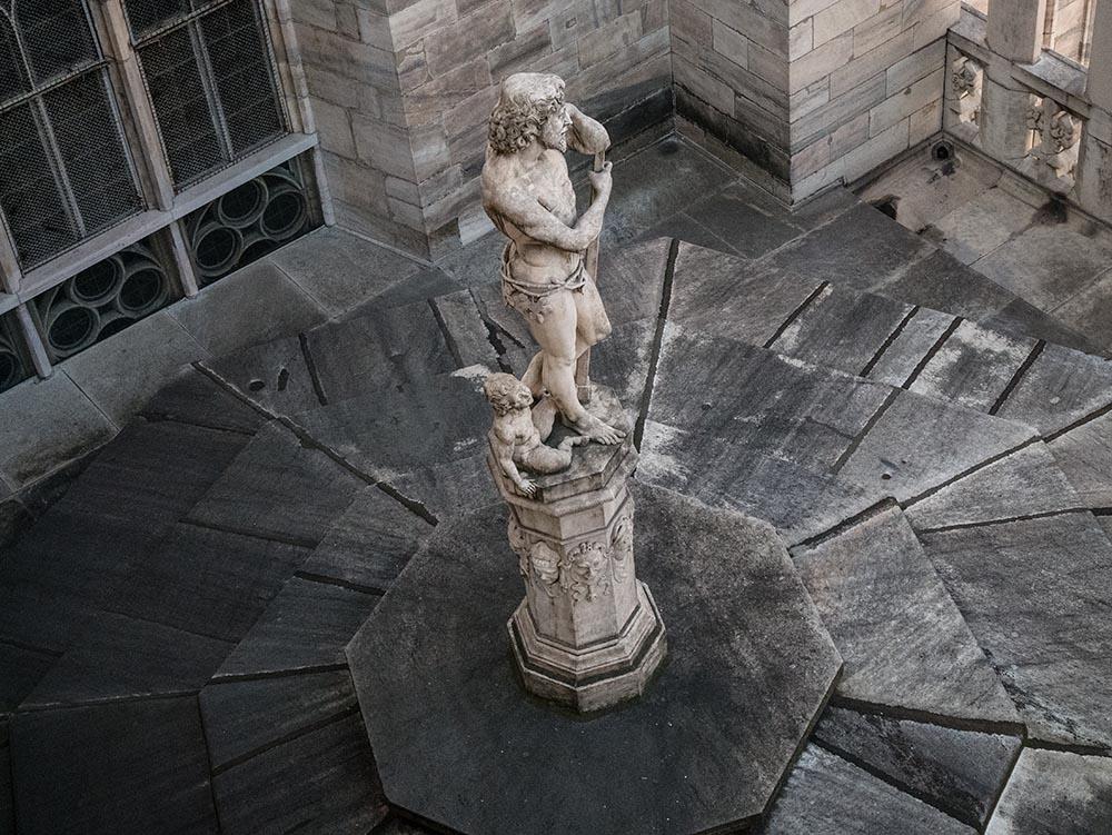 Camiseta Marinera y falda plisada en el Duomo2