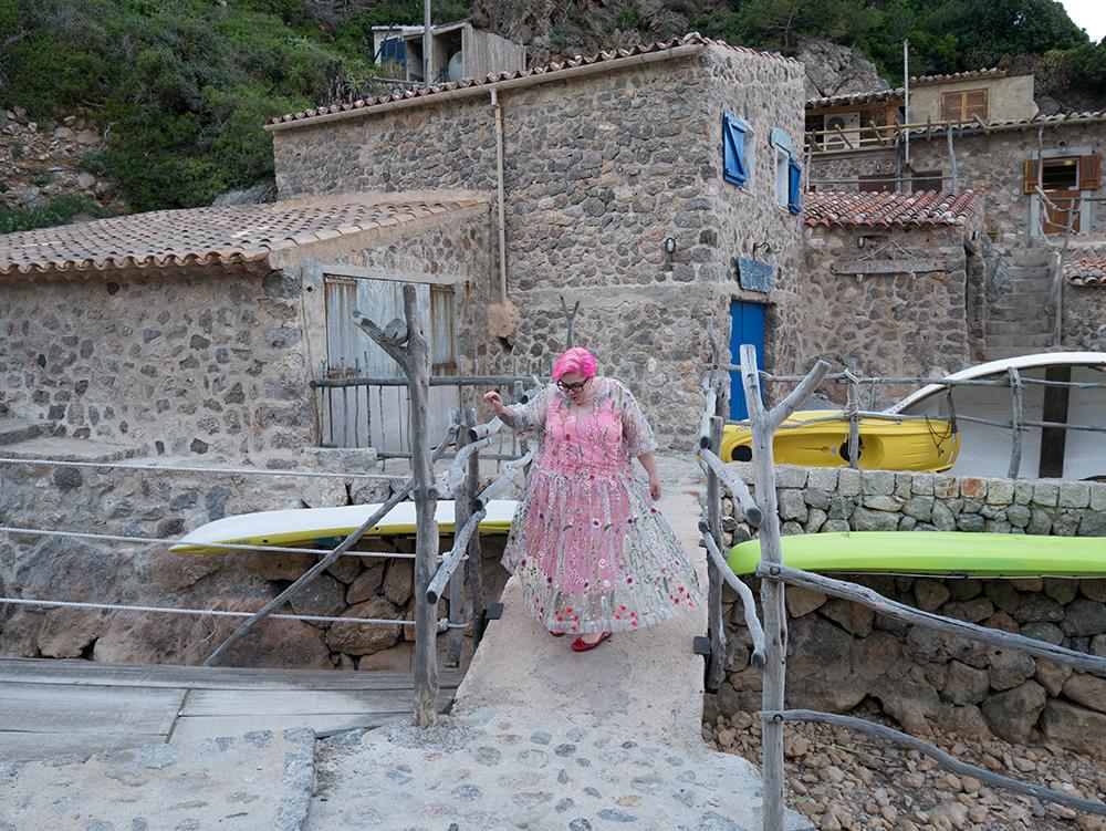 Vestido de tul transparente con flores bordadas3