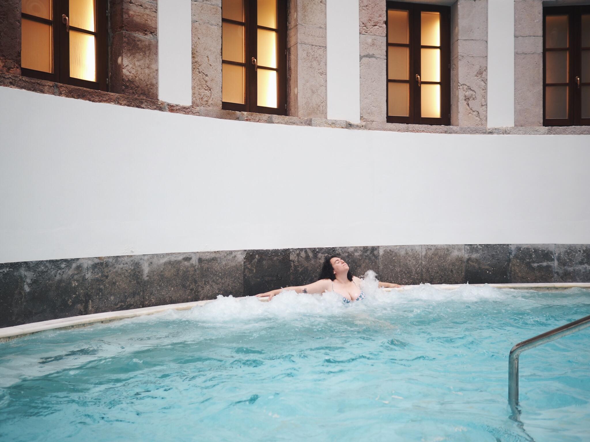 Feliz entre burbuja, Las Caldas Villa Termal
